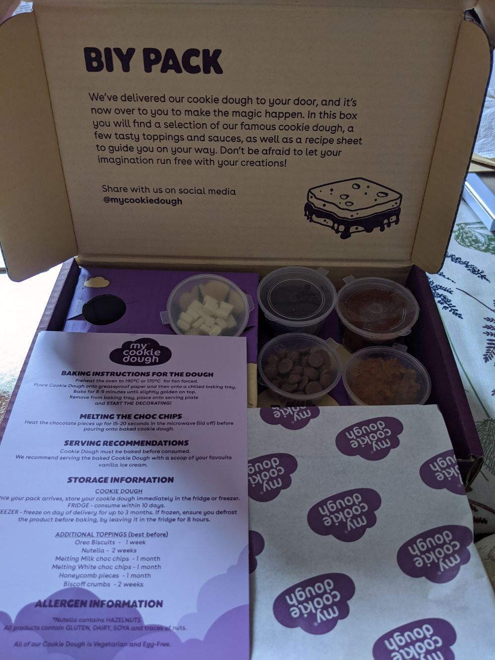 A photo of the baking instructions, as well as the containers that the pack includes